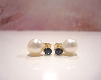 Superb 18 Carat Gold Cultured Pearl Sapphire Stud Earrings.