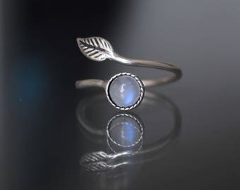 Moonstone ring. Rainbow moonstone rings. June birthstone. June moonstone ring. Moonstone ring gift. Boho moonstone ring gift. Christmas gift