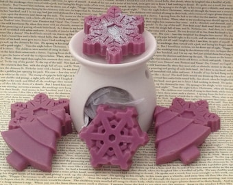 Wax burner....burner with snowflake & Christmas Tree shaped wax melts.
