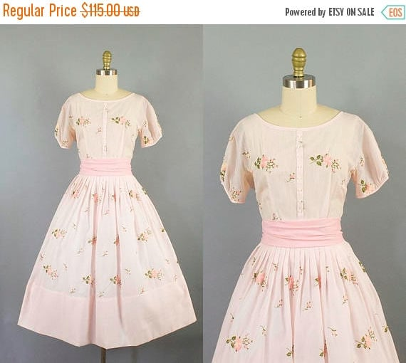SALE 15% STOREWIDE 1950s pink cotton dress/ 50s jeanne d'arc floral embroidery/ small
