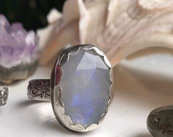 Moonlight in the garden• Sterling silver Moonstone flower ring• Size 9.25