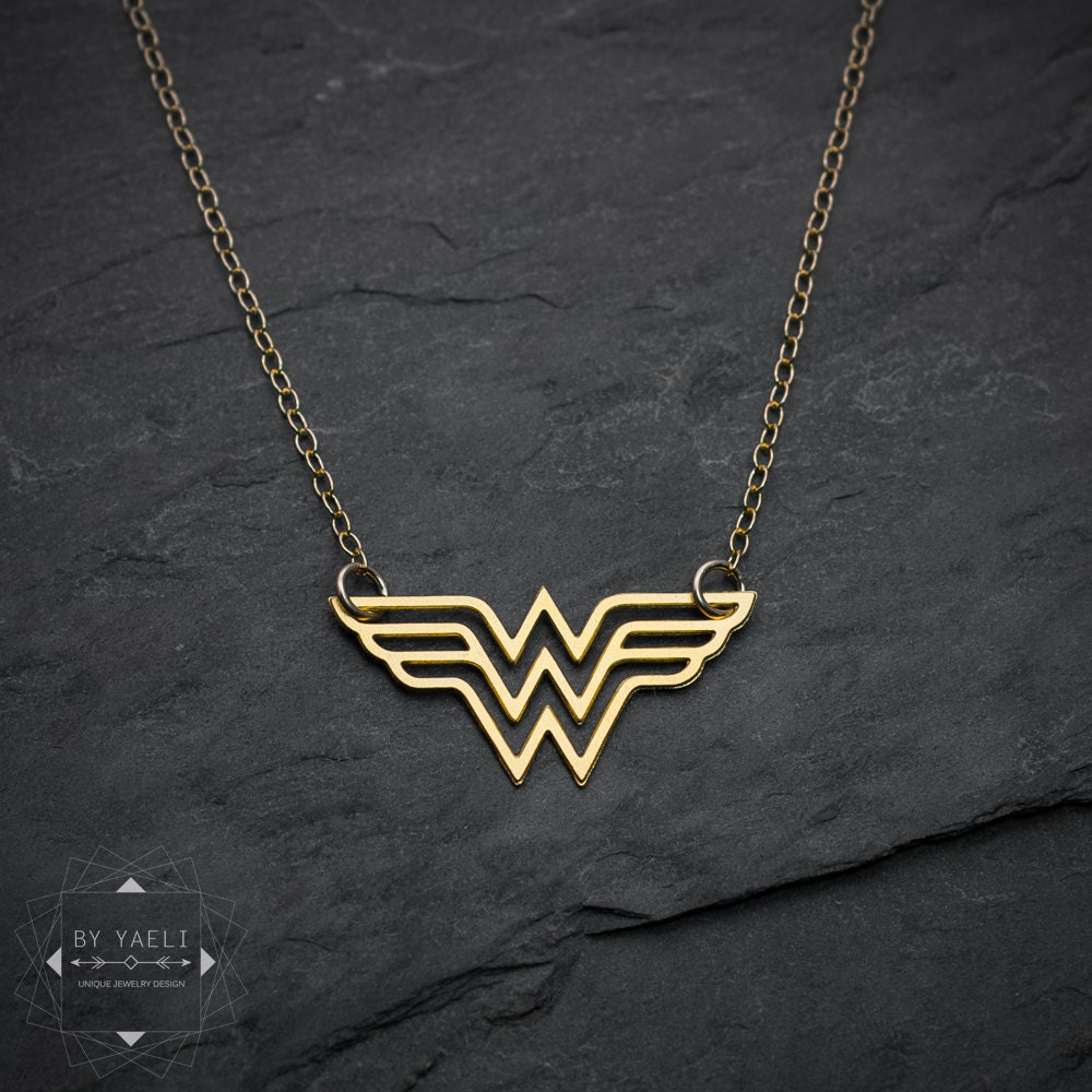 wonder woman necklace super hero jewelry comics jewelry. Black Bedroom Furniture Sets. Home Design Ideas