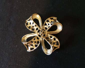 SALE Vintage Gold Filigree Maltese Cross Ribbon Bow Brooch Pin