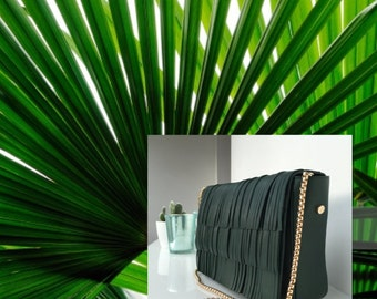 Leather shoulder bag in green leather. Green leather handbag. Leather clutch with  fringed flap. Detachable golden chain. Gift for her.
