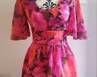 Beautiful pink floral 70s dress