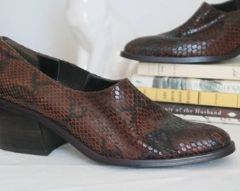 90s chunky snakeskin leather pumps size 7 block heel court shoes minimal modern