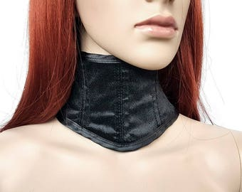 Gothic neck corset made of velvet