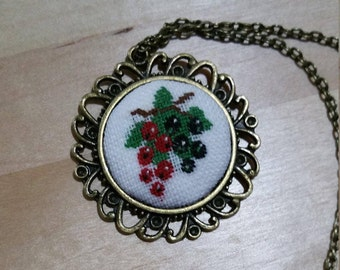 Petit point/cluster Necklace black and red currant