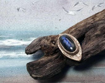 Ring handmade in goldy bronze with a  nice large Labradorite stone with  blue  flashes, middle-age/Renaissance style