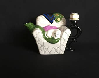 Cat in chair ceramic teapot removable lid vintage retro kitty kitties