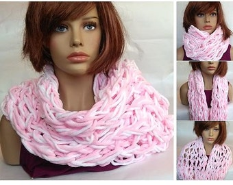 Infinity scarf, gift for girlfriend, woman scarf, neck warmer, knit scarf, gift for her, neck wrap, Fashion woman, sweet white/pink