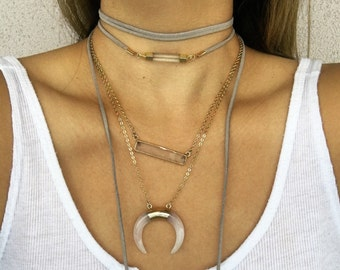 Skinny quartz bar wrap choker.