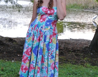 Unique Vintage 80's Sweetheart Dress with Drop Point Waist with Floral Print (Robbie Bee)