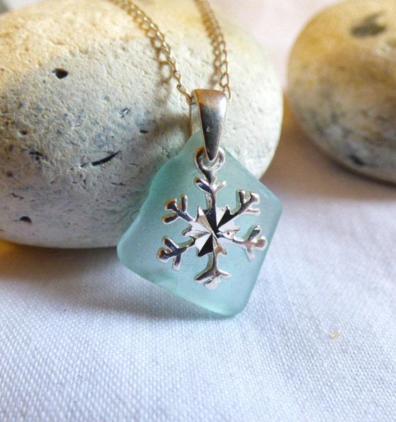 Snowflake Pendant, Christmas Pendant, Sea Glass Pendant, Christmas Sea Glass, Xmas Pendant, Sea Glass Snowflake, Sea Glass Jewelry - PE16031