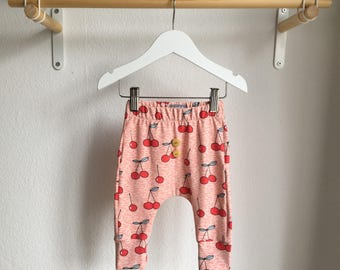 Organic baby trousers, harem trousers - Elvelyckan cherry Berry