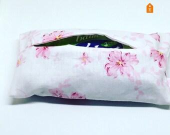 Pocket tissue pouch, tissue pouch, tissue holder, travel tissue pouch, fabric tissue pouch, gift for her, wedding favors idea, gift for mum