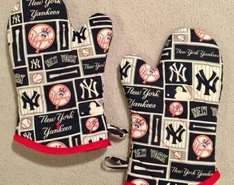 New York Yankees Medium Oven Mitts