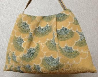 手描きバティックバッグ Handmade, hand-drawn, batik handbag.