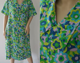Cute 70s Psychedelic Summer Dress