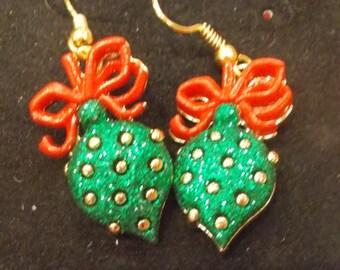 Green ornament earrings