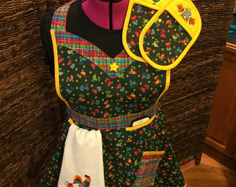 S/M Specialty Women's KITCHEN APRON SET  with Pot Holders and Towel: items available separately