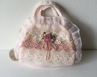 PRETTY LACE PURSE