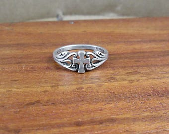 925 Sterling Silver Cross Ring - Size 6 - Vintage