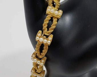 Classic & Elegant Trifari Faux Pearl and Gold Rope Style Link Bracelet
