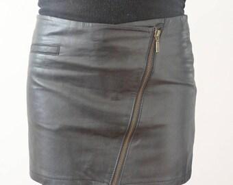 Zipped leather skirt, black leather skirt, leather skirt, 90's leather skirt with zip, 90's black leather skirt, low waist leather skirt