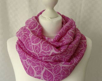 Pink and white leaf print infinity scarf, Circle scarf, Leaf print scarf, Print scarf, Scarf for her, Lightweight scarf, Fashion scarf