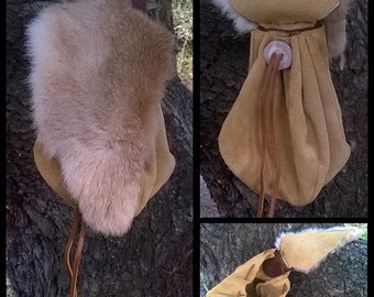 Belt pouch with fur