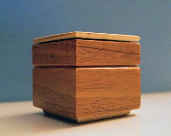 Wooden Ring Box - Mahogany and Maple - 2 x 2 x 2 inches
