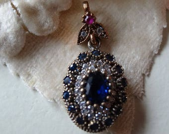 Pendant in silver Victorian style with precious stones