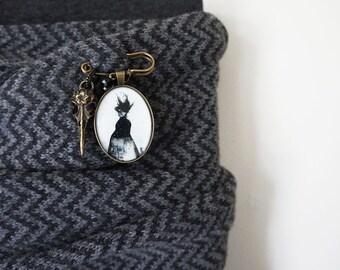 Small Brooch Pin. Surreal Brooch,  Gold Scarf Pin , Kilt Pin, Halloween Jewlery,  Costume Jewelry,  Brooch Pin, Gold Jewelry