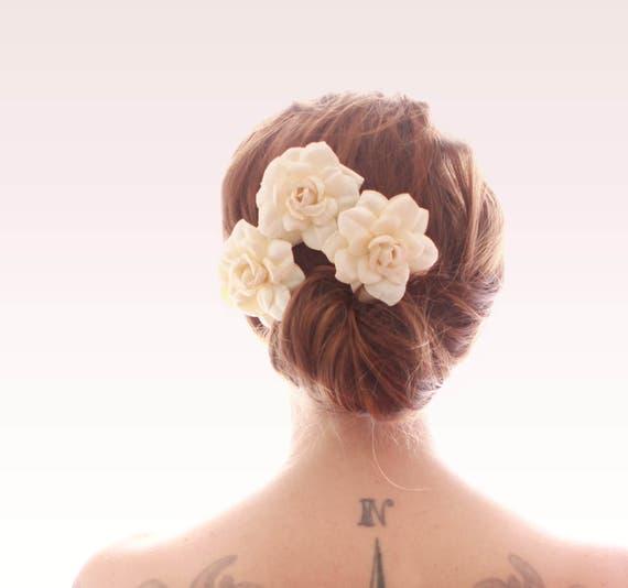 Ivory flower hair pins, Cream paper roses, hair clip set, Bridal flower pins, Bridal hair, Gardenia bridal headpiece - SET of 3 pins