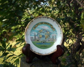 2 New York Worlds Fair Souvenirs, Unisphere Ashtray and Unisphere Mini Plate, Vintage Worlds Fair Collectibles