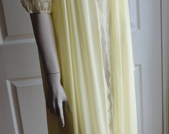 60s Yellow Women Nylon Blend /Lace Peignoir Size Large