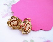 Small cameo earrings. Vintage cameo jewelry. Gold earrings, faux pearls. Cameo drop earrings. Vintage jewelry. Gift for her.