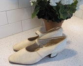 1920s Shoes Cream Kid Leather Buttoned Straps Curved Louis Heels Dressy Evening Afternoon Flapper Era 20s Strap Pumps
