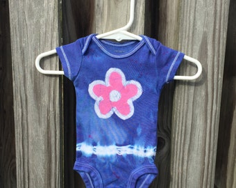 Flower Baby Bodysuit, Tie Dye Baby Gift, Pink Flower Bodysuit, Tie Dye Baby Bodysuit, Baby Shower Gift, Preemie Baby Bodysuit (Newborn)