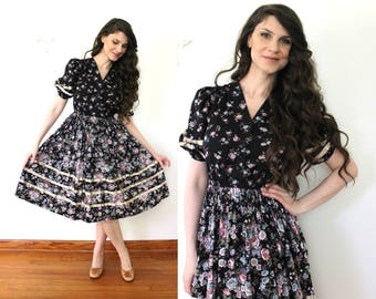 1970s Dress / 70s Dark Floral Prairie Dress