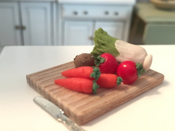Miniature Vegetables on Cutting Board, Dollhouse Miniatures, 1:12 Scale, Dollhouse Food, Mini Veggies, Pretend Food