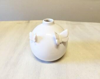 White butterfly vase, small vase, vintage vase, white vase, small flower vase, flower vase, 1980s bud vase, butterfly decor, ceramic vase