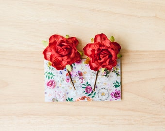 red little rosie flower pins // set of two / bridesmaid hair pin, flower bobby pins, floral hair clip, flower pins, flower clips
