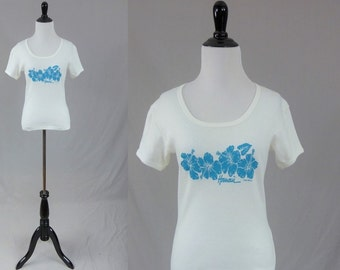 80s Hawaii T Shirt - White w/ Blue Hibiscus Flowers - Hawaiian Tourist Top - 1983 Poly Tees - Vintage 1980s - S
