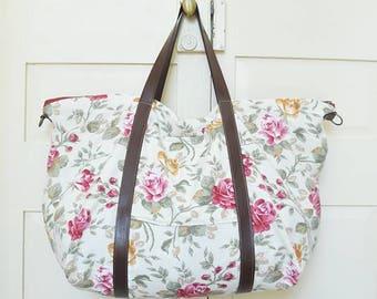 Weekender bag, travel bag, duffel bag, duffle bag, overnight bag, vegan, upcycled, recycled, eco-friendly, flower, floral, made in barcelona