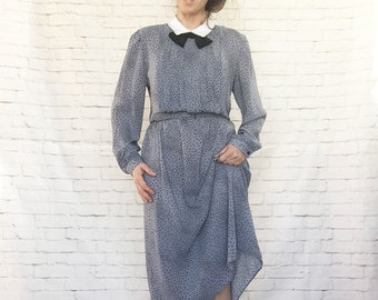 Vintage 80s Novelty Print Bow Tie Secretary Dress XL Gray Black White Collar Belted Pleated Long Sleeve
