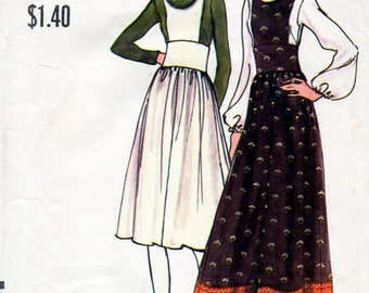 1970s Jumper Dress Pantjumper and Blouse Pattern Vogue 8117 Vintage Sewing Pattern Pinafore Dress Palazzo Jumpsuit & Roll Collar Top Bust 34