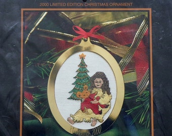 P. Buckley Moss 2000 Limited Edition CHRISTMAS ORNAMENT Counted Cross Stitch Kit