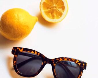 Toirtoiseshell Gold Arm Sunglasses